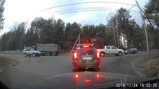 ДТП на выезде с парковки магазинов Рио и Светофор в г.Кировск