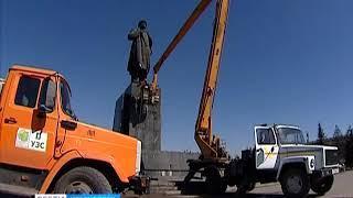 В центре Красноярска отмыли памятник Ленину