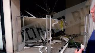 """Видео: в ТРК """"Слон"""" в Миассе разбирают завалы после обрушения потолка"""