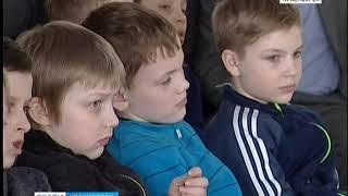 Летчик-космонавт, Герой России Федор Юрчихин встретился с юными хоккеистами