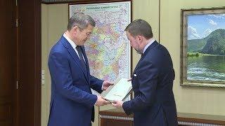 Внук Мустая Карима вручил Радию Хабирову книгу
