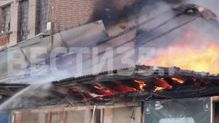 Крупный пожар: горит мебельный склад