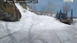 На дороге Курагино-Черемшанка продолжают устранять последствия схода лавины