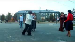 В Арсеньеве все большую популярность среди взрослых  горожан набирают уличные танцы.