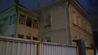 В центре Вологды горит жилой дом