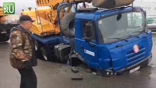 В Кургане провалился в яму грузовик «Водного союза»