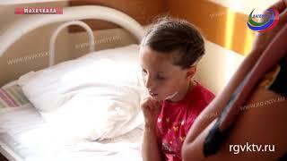 В Дагестане 10-летняя девочка упала на арматуру и чудом осталась жива