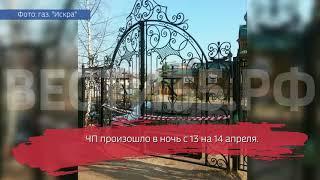 Вандал протаранил машиной ворота храма