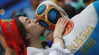 Футбольные болельщики со всего мира на улицах Москвы