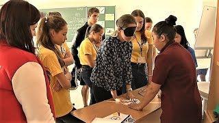 Югорских волонтёров учат общаться на пальцах