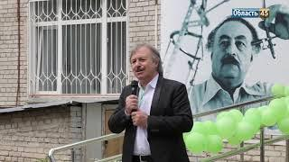 Первому американцу в Кургане показали музей и рассказали о работе после землетрясения в Армении