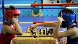 Юные югорчане первыми в мире сразились в шахбоксе