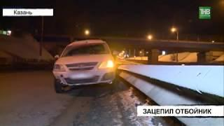 На улице Копылова водитель Лады Ларгус зацепил отбойник - ТНВ