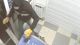 В Кировском районе горе-грабители пытались украсть банкомат