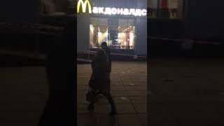 """В Саратове эвакуировали """"Макдональдс"""""""