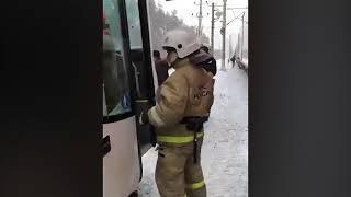 В Ленинградской области поезд въехал в пассажирский автобус