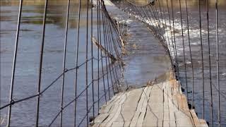 В Усть-Ухте затопило пешеходный мост