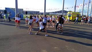 Танцы болельщиков перед матчем Россия - Хорватия