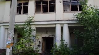 Заброшенное здание бывшего физкультурного диспансера