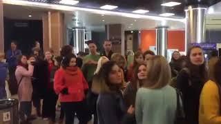 """Пропаганда иных ценностей: активисты Владивостока вышли сорвать показ """"фильма о педофилии""""."""