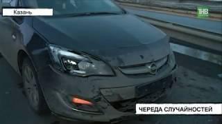 Опель Астра протаранил стоящие на Аметьевской магистрали Жигули 7-й модели - ТНВ