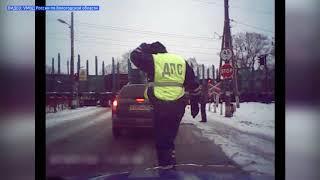 Полицейские спасли мужчину, упавшего рядом с ж/д путями