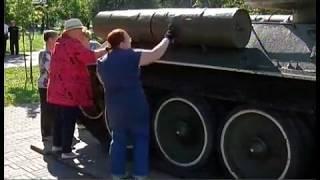 Марафет для Катюши. Добровольцы приводят в порядок военные экспонаты Сада Победы