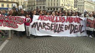 Тысячи марсельцев вышли на акцию протеста после обрушения жилых домов…