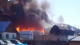 Под Кодинском горит лесоперерабатывающее предприятие
