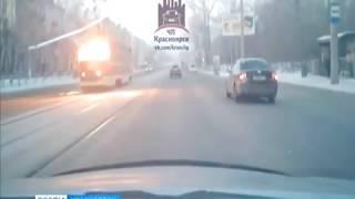 На улице Мичурина в Красноярске вспыхнул трамвай