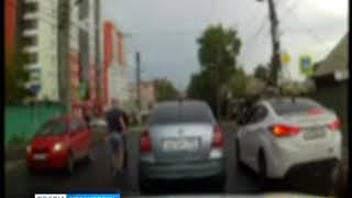 В Красноярске водители устроили драку на перекрёстке