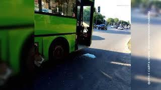 В Ростове на Нариманова столкнулись пассажирский автобус и легковушка