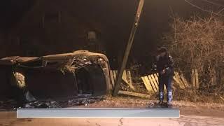 В Рыбинске автомобиль снес опору линии электропередач