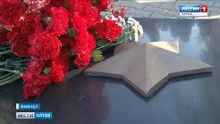 В Барнауле почтили память погибших в Керченском колледже