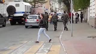 В Твери полицейские задержали участников акции протеста