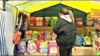 В Нижневартовске развернули торговые ряды со школьными принадлежностями