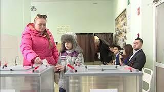 Сергей Жвачкин с супругой проголосовали в гимназии №6 в Томске