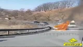 «Лексус» загорелся на пути из Находки во Владивосток