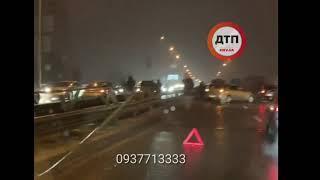 #Дтп в Киеве: Въезд на #Южный #мост в сторону левого берега  Пострадал отбойник