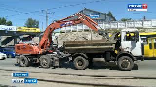 ЧП под мостом в Барнауле: экскаватор снёс фрагмент путепровода