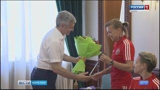 Глава республики  поздравил карельских спортсменок
