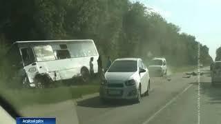 В Азовском районе столкнулись иномарка и пассажирский автобус