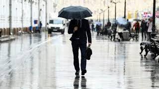 Похолодание и грозу обещают синоптики в Москве в воскресенье