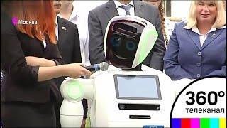 Робот Алантим открыл школьную линейку в Москве