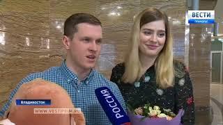 Во Владивостоке вручены документы на выплату материнского капитала и социальной помощи