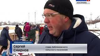 """В посёлке Зебляки Костромской области открыли """"народный"""" хоккейный корт"""