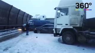 Последствия ДТП с 12 машинами в Петербурге сняли на видео