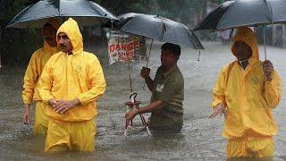 В воде по пояс: дожди в Мумбаи