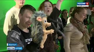 В Барнауле прошёл спектакль на стройке будущего кукольного театра