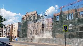 У здания Кройц-аптеки в Калининграде обрушилась часть фасада